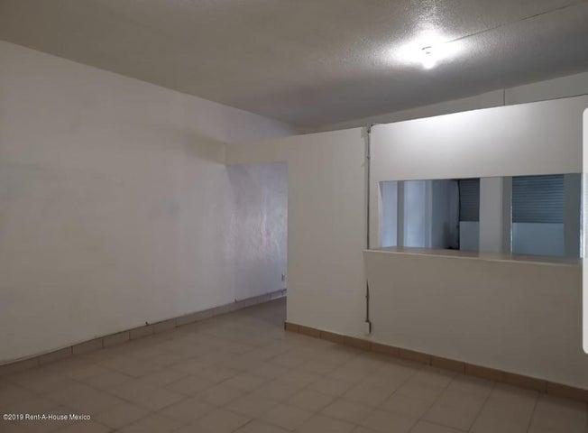 Local Comercial Estado de Mexico>Atizapan de Zaragoza>Lomas de la Hacienda - Renta:18.000 Pesos - codigo: 19-627