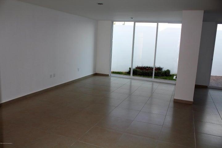 Casa Queretaro>Corregidora>Canadas del Arroyo - Venta:2.602.000 Pesos - codigo: 19-732