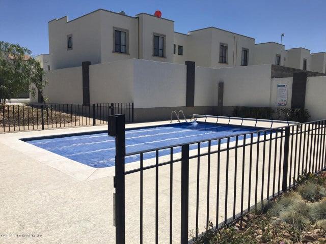 Casa Queretaro>El Marques>Zakia - Renta:10.000 Pesos - codigo: 19-1306