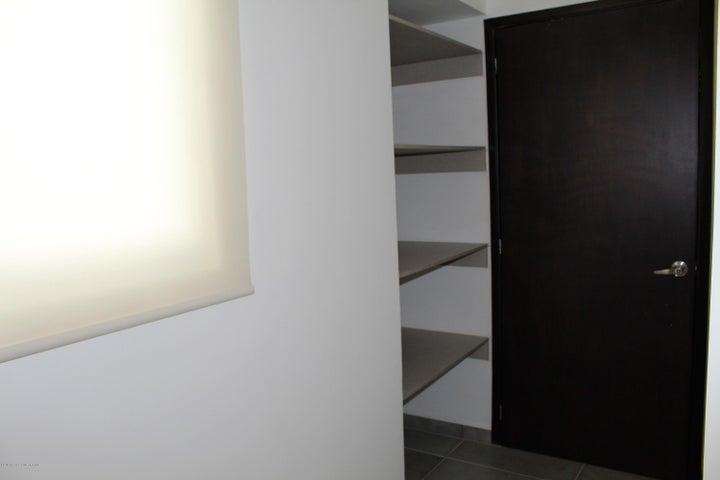 Departamento Queretaro>El Marques>Zibata - Renta:13.200 Pesos - codigo: 19-1402