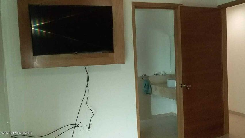 Departamento Queretaro>Corregidora>El Pueblito - Renta:12.750 Pesos - codigo: 19-1454
