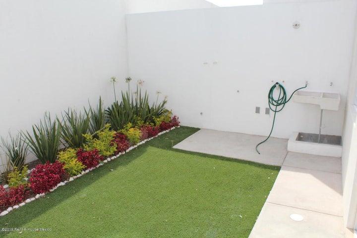 Casa Queretaro>El Marques>Zakia - Renta:8.700 Pesos - codigo: 19-1561