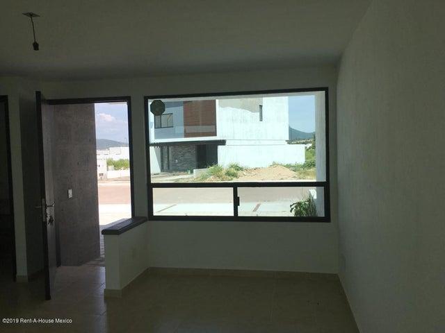 Casa Queretaro>Corregidora>Canadas del Arroyo - Venta:1.950.000 Pesos - codigo: 19-1745