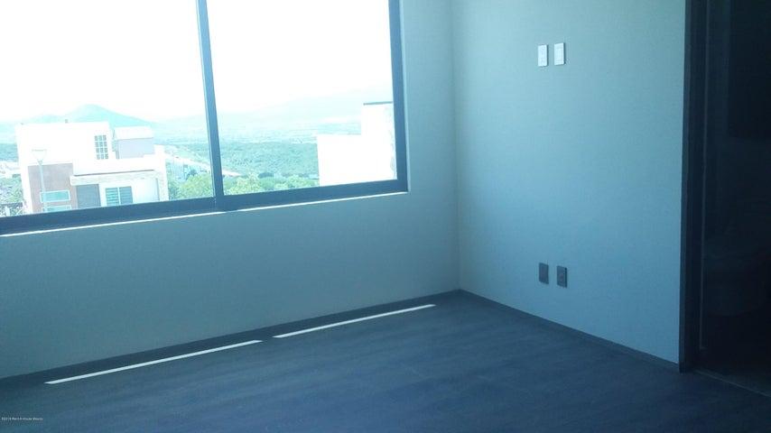 Casa Queretaro>El Marques>Zibata - Renta:35.000 Pesos - codigo: 19-2127