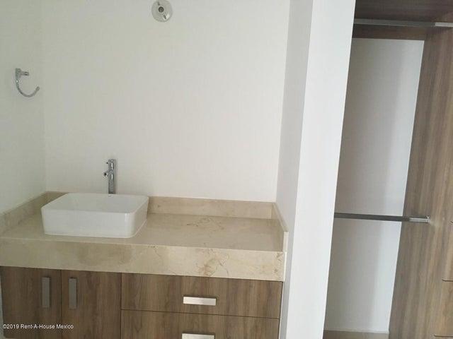 Casa Queretaro>El Marques>Zakia - Renta:9.500 Pesos - codigo: 19-2141
