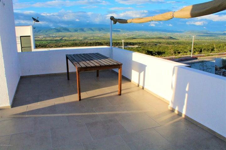 Casa Queretaro>El Marques>Zibata - Renta:14.000 Pesos - codigo: 19-1966