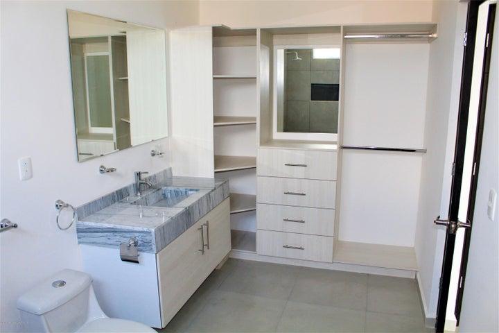 Casa Queretaro>Corregidora>El Pueblito - Venta:2.460.000 Pesos - codigo: 20-11