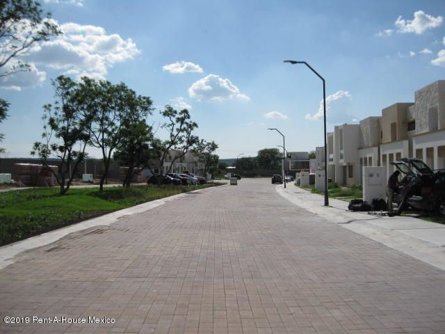 Terreno Queretaro>Corregidora>Canadas del Arroyo - Venta:913.000 Pesos - codigo: 20-427