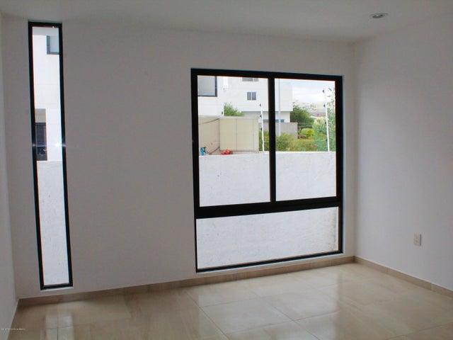 Casa Queretaro>El Marques>Zibata - Venta:3.450.000 Pesos - codigo: 20-740