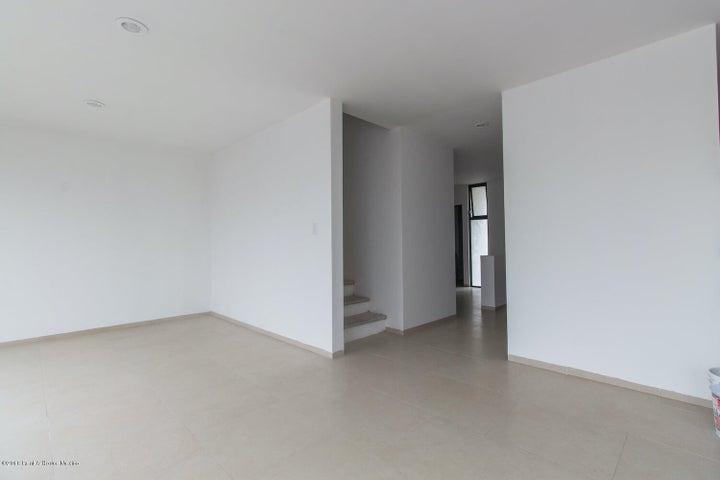 Casa Queretaro>El Marques>Zibata - Venta:3.841.000 Pesos - codigo: 20-840