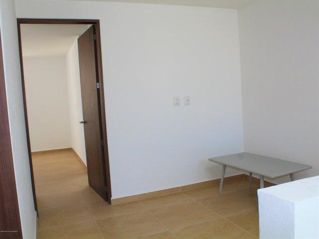 Casa Queretaro>El Marques>Zakia - Renta:11.000 Pesos - codigo: 20-1024