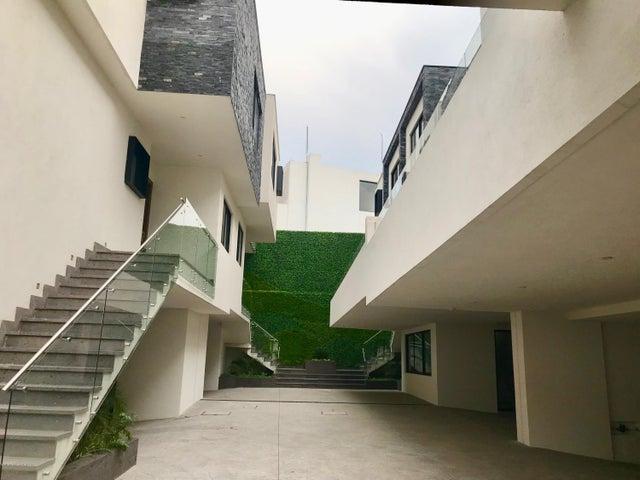 Casa Estado de Mexico>Naucalpan de Juarez>Lomas de Tecamachalco - Venta:17.500.000 Pesos - codigo: 20-1401