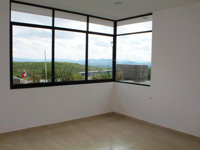 Casa Queretaro>El Marques>Zibata - Renta:16.000 Pesos - codigo: 20-1940