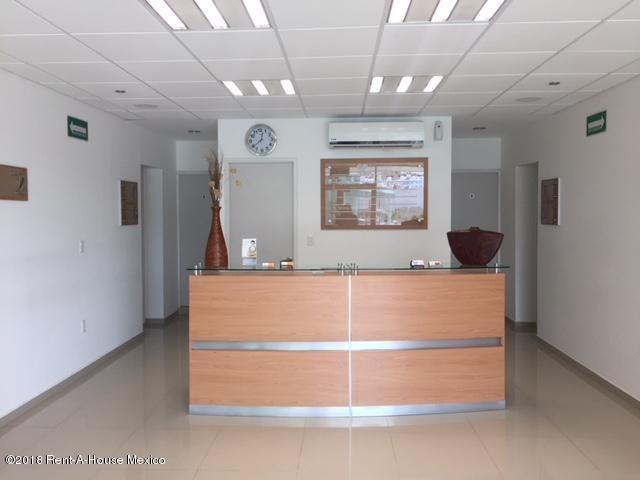 Bodega Queretaro>Queretaro>Bugambilias - Renta:5.000 Pesos - codigo: 21-376