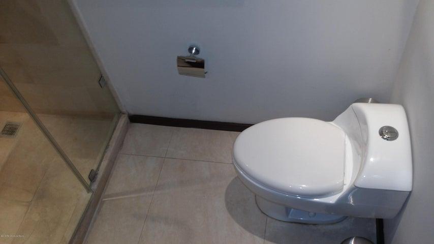 Departamento Queretaro>Queretaro>Centro Sur - Renta:23.000 Pesos - codigo: 21-573
