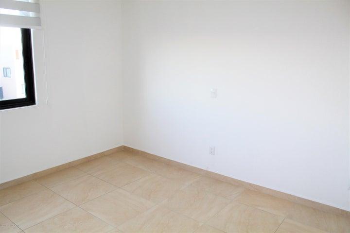 Departamento Queretaro>El Marques>Zibata - Renta:17.000 Pesos - codigo: 21-389