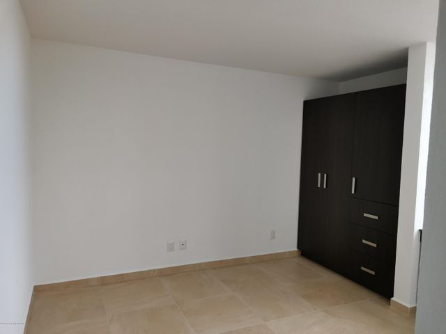 Casa Queretaro>El Marques>Zibata - Renta:14.000 Pesos - codigo: 21-776