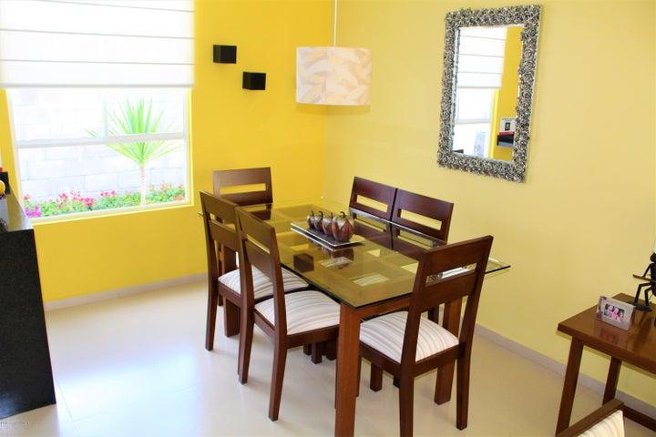 Casa Queretaro>Queretaro>Ciudad Del Sol - Venta:881.000 Pesos - codigo: 21-819