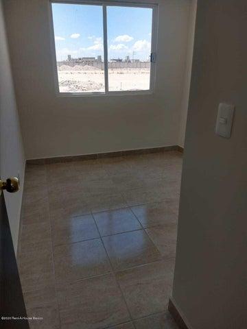 Casa Queretaro>Pedro Escobedo>La Lira - Venta:750.000 Pesos - codigo: 21-913