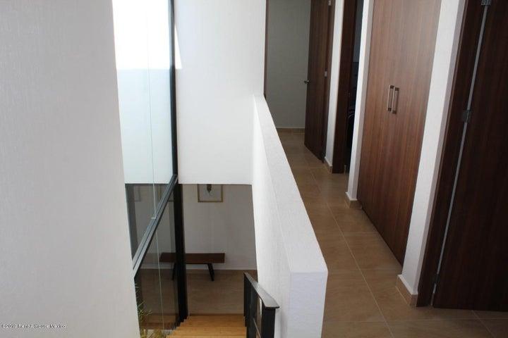 Casa Queretaro>El Marques>Zakia - Venta:2.867.000 Pesos - codigo: 21-983