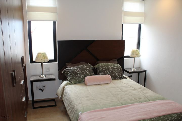 Casa Queretaro>El Marques>Zibata - Venta:2.966.000 Pesos - codigo: 21-991