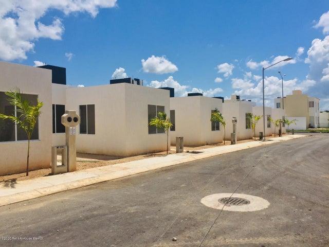 Casa Yucatan>Kanasin>Residencial Las Palmas - Venta:639.000 Pesos - codigo: 21-2286