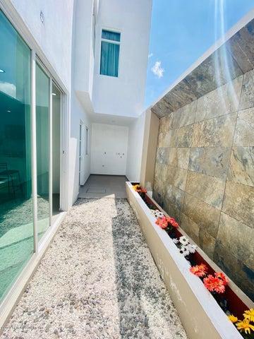 Casa Hidalgo>Pachuca de Soto>Fracc Parque Esmeralda - Venta:2.590.000 Pesos - codigo: 21-3001