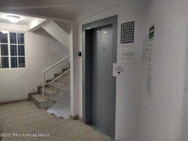 Departamento Distrito Federal>Miguel Hidalgo>Argentina Poniente - Renta:9.500 Pesos - codigo: 21-3102