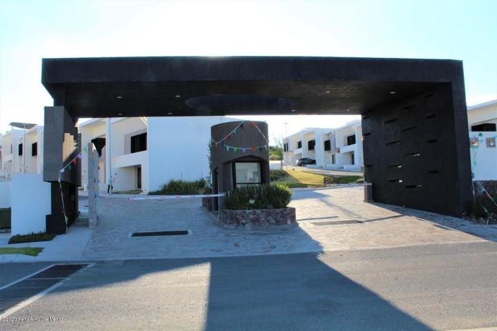 Casa Queretaro>El Marques>Zibata - Renta:15.000 Pesos - codigo: 21-3310