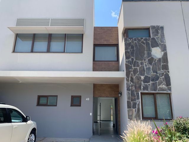 Casa Queretaro>Queretaro>Altozano - Renta:27.000 Pesos - codigo: 21-3403