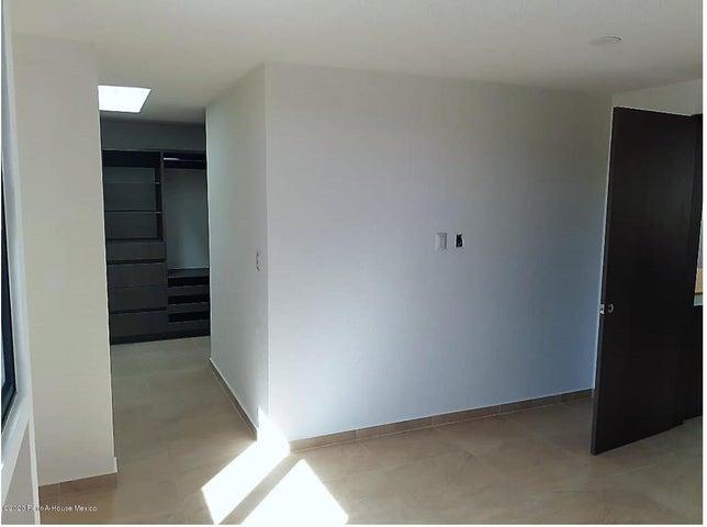 Casa Queretaro>Queretaro>Lomas de Juriquilla - Renta:19.500 Pesos - codigo: 21-5032