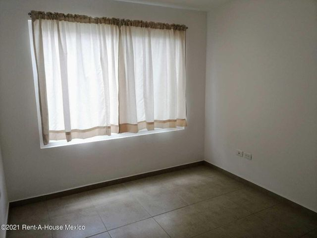 Casa Queretaro>Corregidora>El Pueblito - Renta:10.000 Pesos - codigo: 22-691