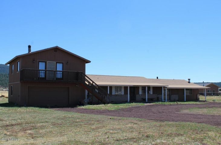 Spacious Ft Valley home on an acre with a shared well. Breathtaking views