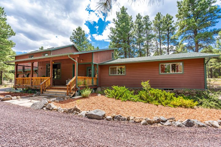 Just 5 or so minutes from Flagstaff Mall, lies this spectacular property.