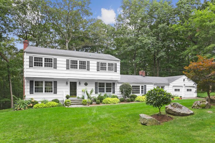 31 Pheasant Drive, New Canaan, CT 06840