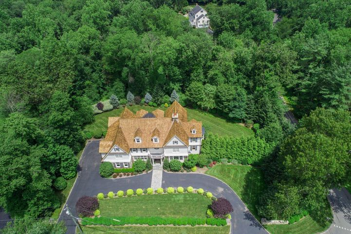 13 Woodridge Circle, New Canaan, CT 06840