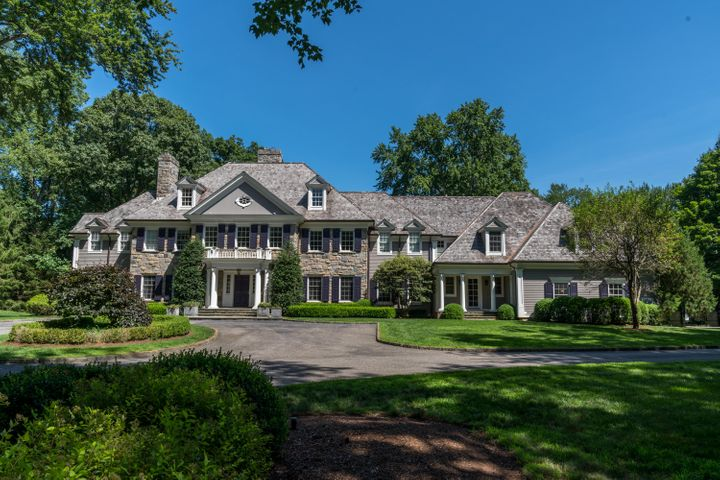 27 Father Peters Lane, New Canaan, CT 06840