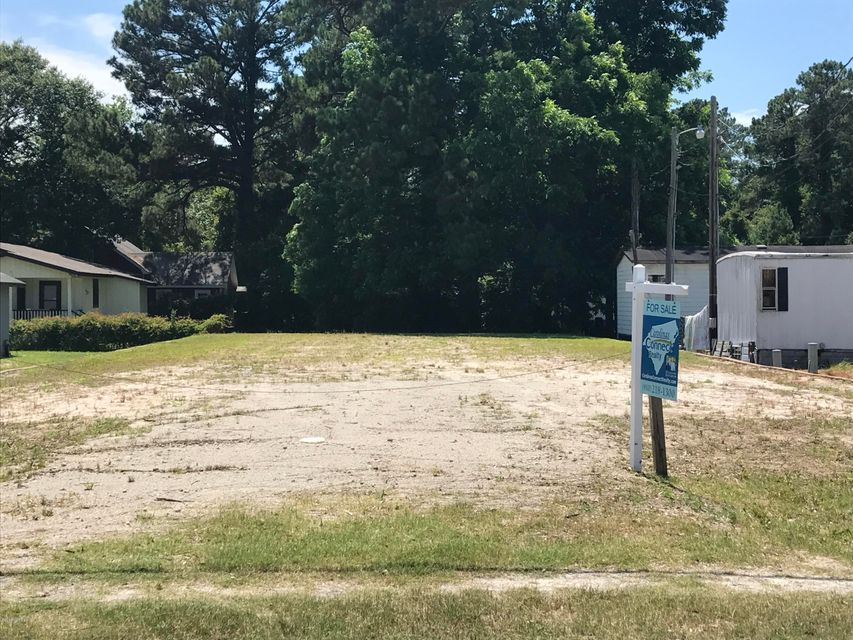 Prime location in downtown Southport ready for your small business. Lot has been cleared and levelled, with water and sewer available. Don't miss this opportunity to place your business in front of all of Southport. *Owner negotiable*