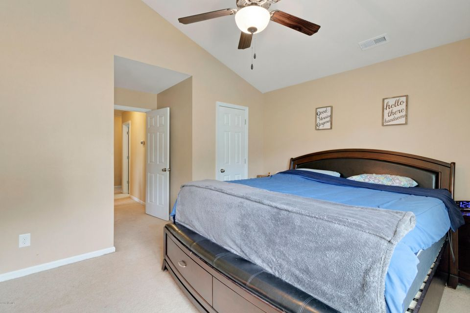 1001 Wt Whitehead Drive, Jacksonville, NC, 28546   MLS #100138096