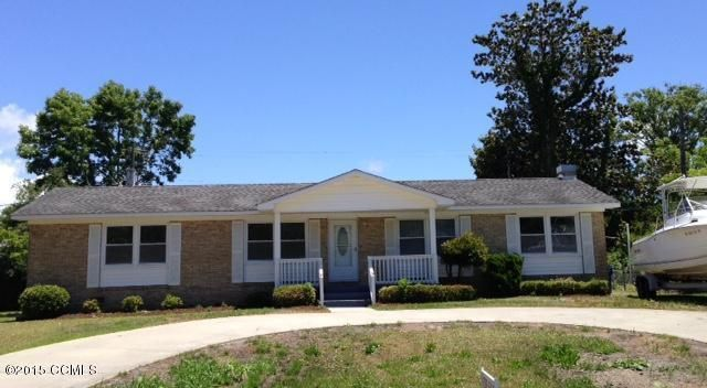 Centrally located in Morehead City to fine dining, specialty shoppes, and area events!