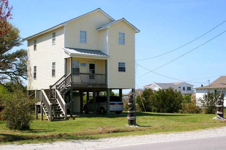 824 ISLAND Road, Harkers Island, NC 28531