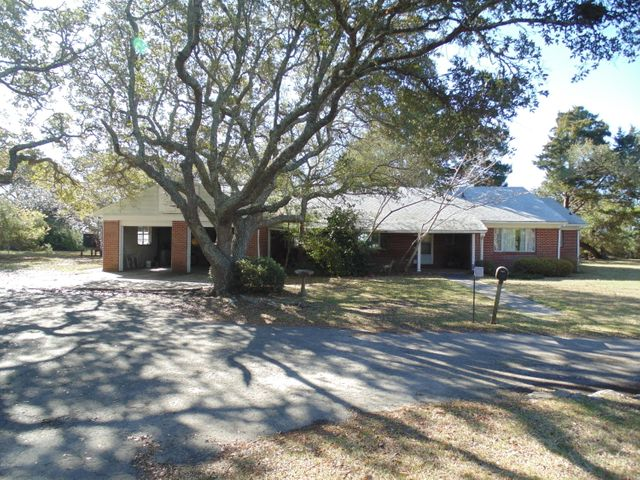 4700 S Shore Drive, Morehead City, NC 28557