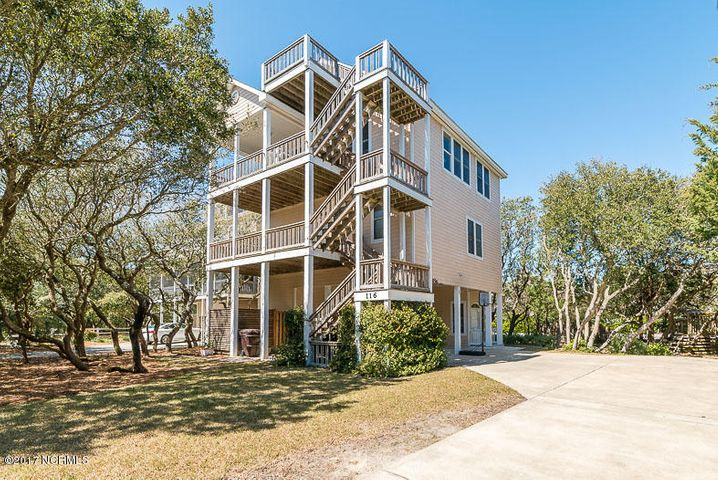 Private cul-de-sac location just steps to the beach!