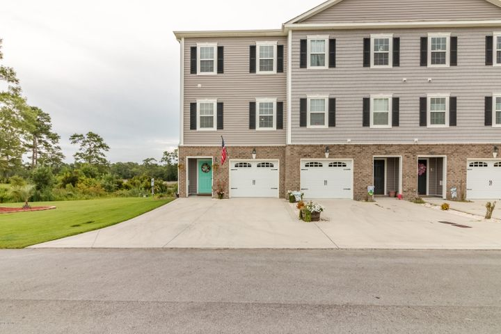 406 Garland Shores Drive, Hubert, NC 28539