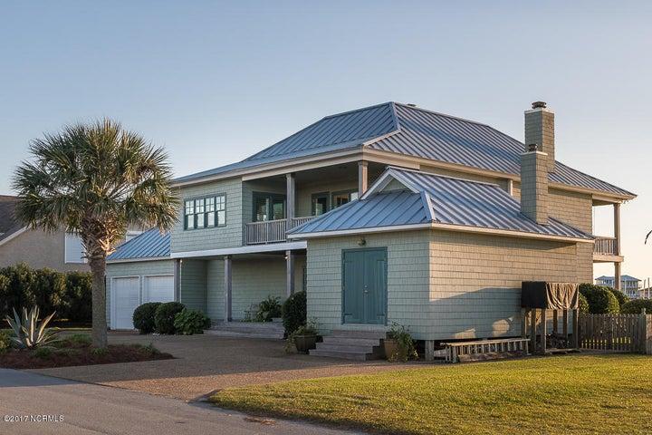 Custom-built home on deep water