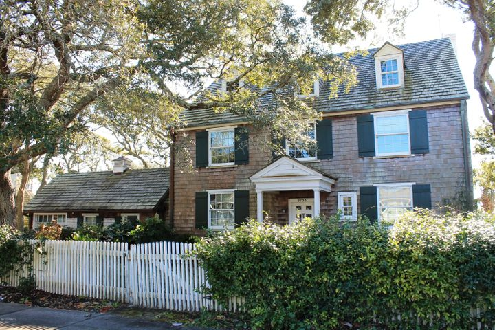 2705 Evans Street, Morehead City, NC 28557