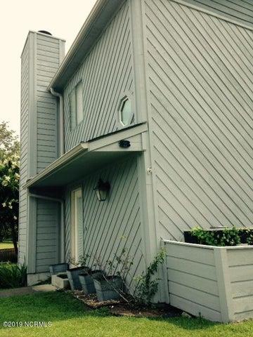 8 Harbour Drive, New Bern, NC 28560