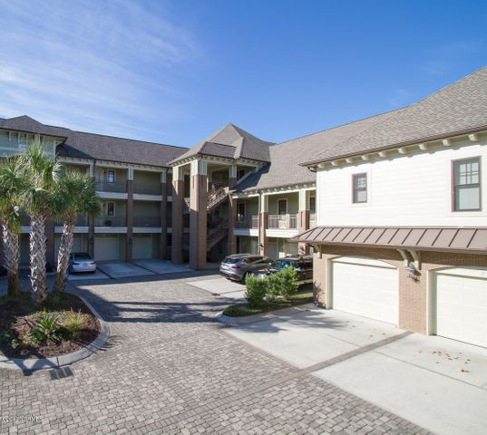 6825 Mayfaire Club Drive, 304, Wilmington, NC 28405