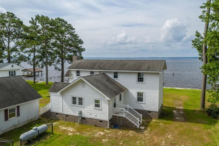 561 Island View Road, Bath, NC 27808