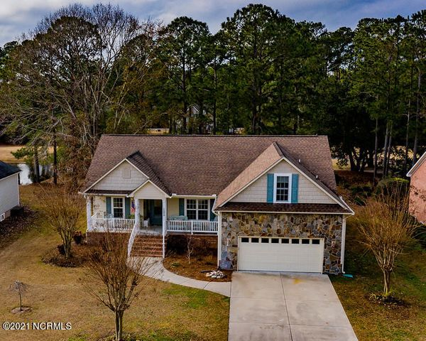 Front porch, large 2 car garage, on golf course.